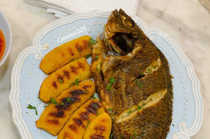 Tilapia et plantain entiers cuits au four